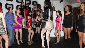 black hair girl blowing cock in the club