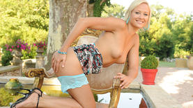 shaved blonde girl squirting outside
