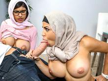 Mia Khalifa is cumming for dinner