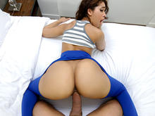 Ripping Kitty�™s Yoga Pants to free that Big Bootie