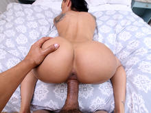 Catching Amia�™s Big Ass Bounce On POV