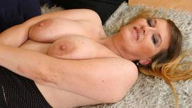 big tits slut gives a good blow job