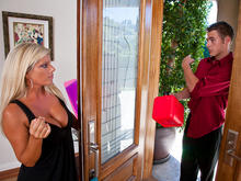 Kristal Summers & Chris Johnson in Seduced by a cougar